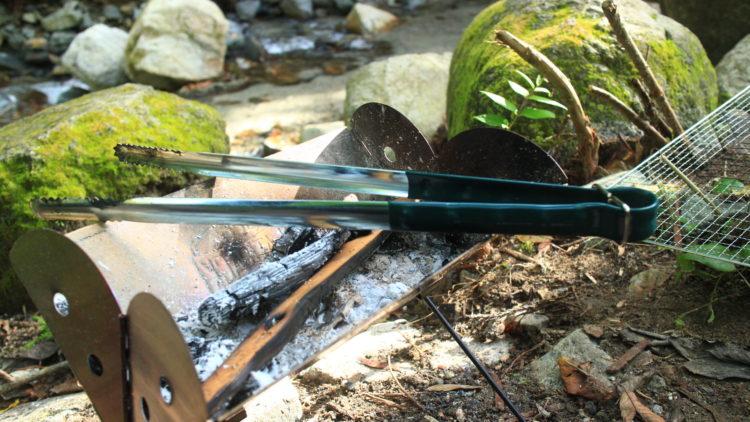 UCO(ユーコ)フラットパックで薪を使った焚き火