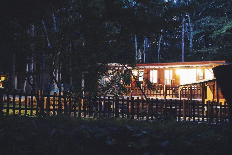 ライトアップされたビアッソキャンプ場